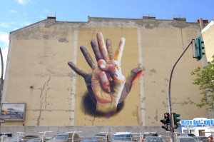 Unter-Der-Hand-Street-Art-by-Case-in-Berlin-Germany1
