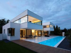 maison-architecte-cubique-blanche