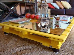 meuble-en-palette-en-bois-table-basse-jaune
