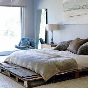 meuble-en-palettes-de-bois-large-lit-pour-salle-a-coucher