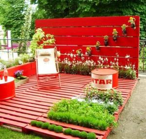 palette-en-bois-pour-le-rangement-de-jardin