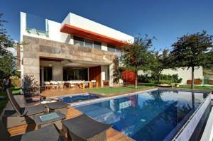 les-plus-belles-maisons-du-monde-stars-france-villas-du-monde-moderne-avec-piscine