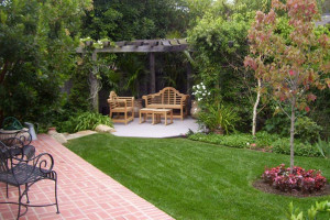 Backyard-Landscape-Ideas-with-Natural-Touch